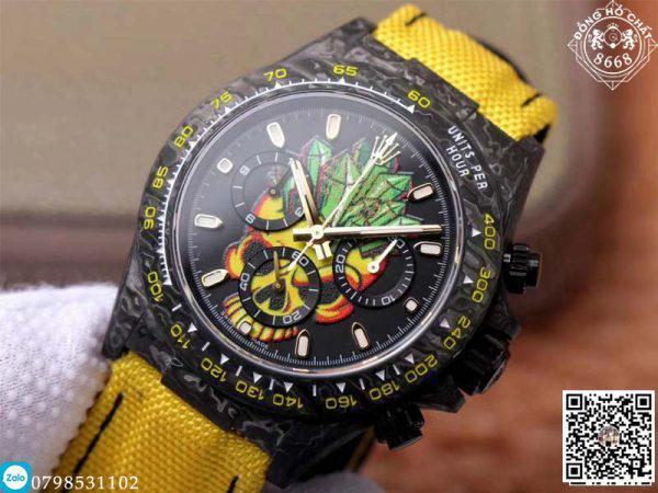 Các nhà sản xuất đồng hồ Rolex Super Fake cũng hoàn thiện cơ chế để phù hợp với áp lực ngón tay. Như chúng ta có thể thấy phiên bản Rolex Daytona này có chức năng Chronograph được hoạt động ổn định qua các nút bấm an toàn.