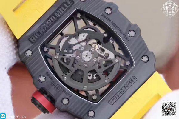 Những thiết kế của Richard Mille đều rất đắt đỏ. Và không phải ai cũng đủ ngân sách chi trả cho một chiếc đồng hồ Richard Mille hãng. Vậy nên chúng tôi Đồng Hồ Chất 8668 đem đến cho các tín đồ yêu thích đồng hồ. Một phiên bản đồng hồ Richard Milel Fake với độ hoàn thiện cao nhất.