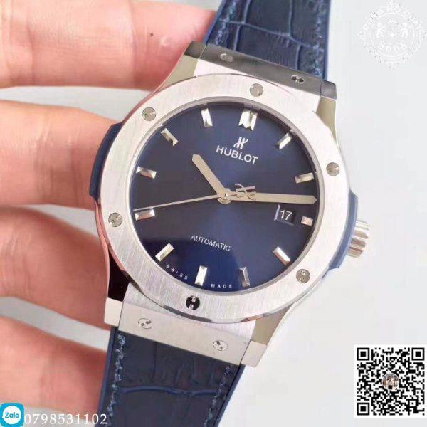 Hublot Classic Fusion Titanium Super Fake phá cách và hiện đại hơn khi so sánh với dòng Hublot Big Bang. Hublot đã lấy một số cảm hứng từ những chiếc đồng hồ đầu tiên của họ. Với