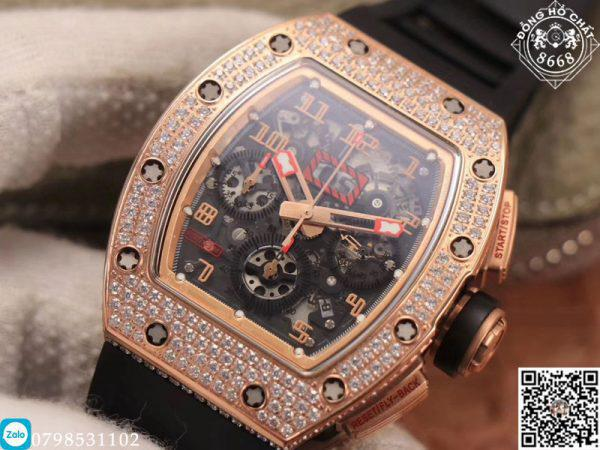 Và sản phẩm có ảnh bên trên chúng tôi muốn giới thiệu đến với quý khách có tên là đồng hồ Richard Mille Fake RM 11-03. Thiết kế DNA của RM hình quả trám