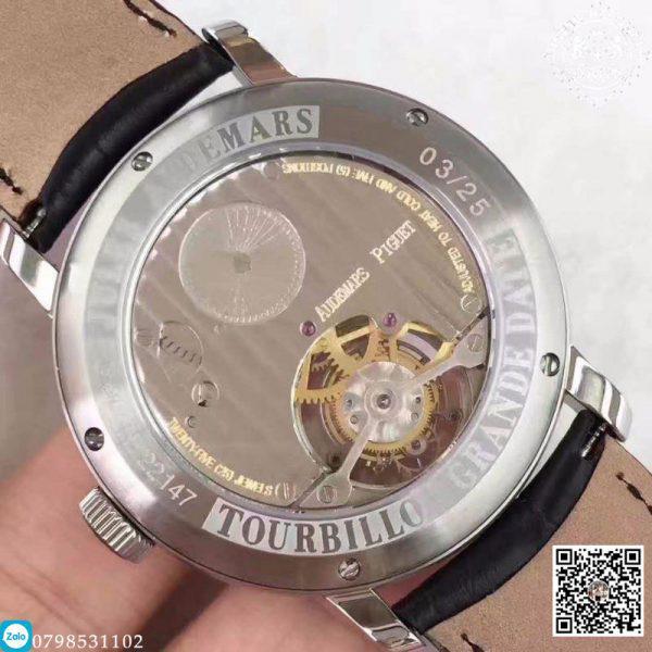 Có lẽ chính bởi vậy, mỗi thương hiệu đồng hồ cao cấp trên toàn thế giới đều rất chú trọng đến việc sản xuất những thiết kế với tiêu chuẩn như vậy. Hôm nay, Đồng Hồ Chất 8668 xin được giới thiệu tới quý khách hàng sản phẩm đến từ thương hiệu Audemars Piguet. Nhưng đây là một bản đồng hồ Super Fake với thiết kế giống sát với bản hãng.