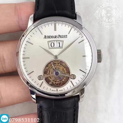 Là một thiết kế đồng hồ Audemars Piguet Super Fake sở hữu phần nắp lưng vẫn được chế tác hở một chút. Có thể quan sát một cách dễ dàng bộ máy vận hành bên trong của nó