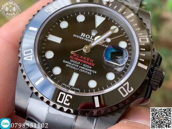 Đồng hồ Vẫn được trang bị kính Cyclops tăng vẻ nổi bật cho chiếc đồng hồ.