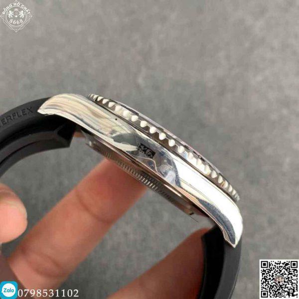 Đồng hồ được làm từ thép không gỉ 904L,không bị ăn mòn và khả năng chống nước, chống xước rất cao