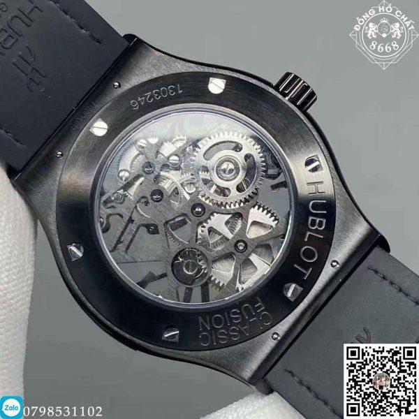 Cố định Hublot Big Bang Chronograph 44mm trên cổ tay ổn định là khóa cài thông minh nhỏ gọn, đi kèm tên thương hiệu Hublot được khắc tinh tế sắc nét như bản gốc.