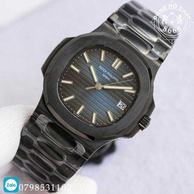 Phần vỏ của chiếc đồng hồ được gia công bằng chất liệu thép không gỉ