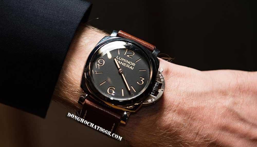 Chỉ cần bỏ ra hơn 10 triệu đồng bạn đã có thể sở hữu 1 chiếc đồng hồ phiên bản Super Fake 1:1 có chức năng và thiết kế không thua kém bản Auth là bao.