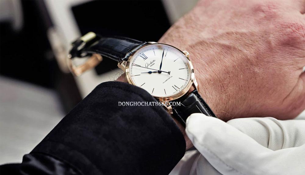 Thật đáng tiếc là đồng hồ Glashutte Original lại chưa có cửa hàng ủy quyền tại Việt Nam.